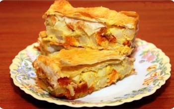 Пирог из лаваша с яблоками и курагой